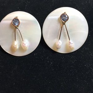 Jewelry - Vintage amazing design mother of pearl post earrin